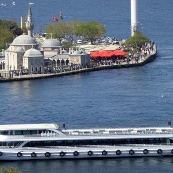 Ortaköyden kalkan teknenin fotoğrafı