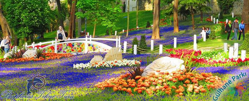 İstanbul Gülhane Parkı rengarenk çiçeklerin, güllerin olduğu muazzam manzara