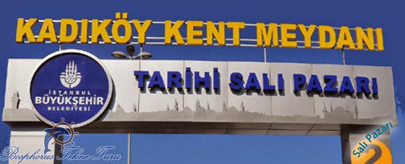 İstanbul Kadıköydeki Tarihi Salı Pazarı'nın tabelasına dair bir fotoğrafı
