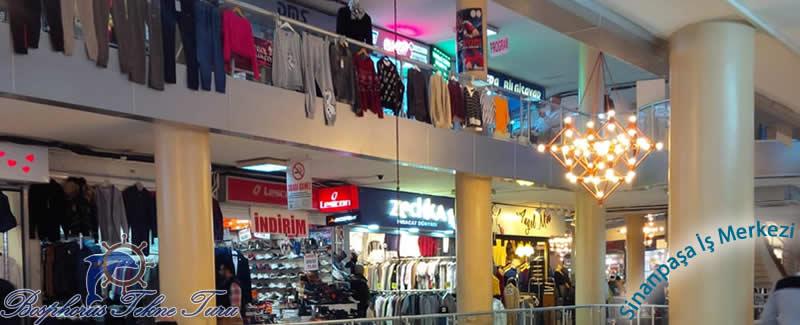 İstanbuldaki Sinanpaşa İş Merkezinin içerisinden bir fotoğraf