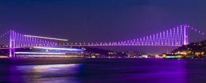 Geceleyin İstanbul Boğazının manzarası