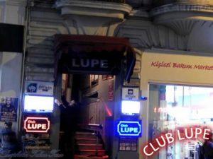 CLUB LUPE BEYOĞLU mekanının kapısından bir fotoğraf